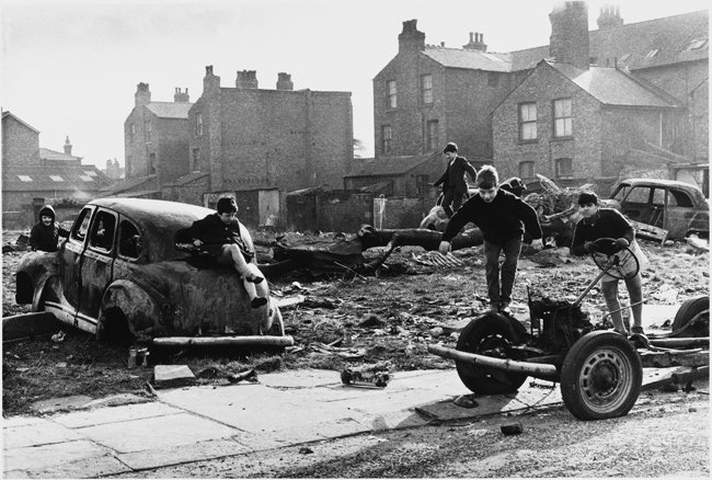SHIRLEY BAKER PORTRAYED WORKING CLASS ENGLAND FROM THE 60S TO THE 80S OF THE 20TH CENTURY